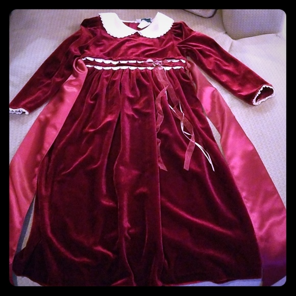 Rare Editions Other - Beautiful size 8 rare editions dress